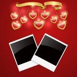 Czerwony tło z sercami i fotografii ramami. Zdjęcie Royalty Free
