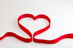 Czerwony tasiemkowy serce Fotografia Stock