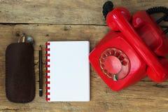 Czerwony telefon na stole Obraz Royalty Free