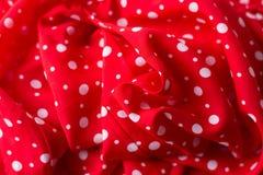 Czerwony tkaniny tekstury zbliżenie, pożytecznie dla tła Polki kropka na czerwonej brezentowej bawełnianej teksturze zdjęcie stock