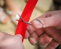 czerwony tnące wstążki zdjęcia royalty free