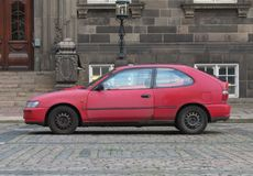 Czerwony Toyota Corolla samochód zdjęcie stock