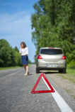 Czerwony trójboka znak ostrzegawczy i kobieta kierowca Zdjęcie Royalty Free