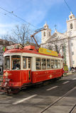Czerwony tramwaj i St. Paul kościół. Lisbon. Portugalia Zdjęcie Royalty Free