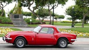 Czerwony Triumph cholernika MK3 coupe parkujący w Lima Zdjęcia Stock