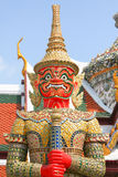 Czerwony trwanie smok. Czerep królewiątko pałac w Bangkok Zdjęcia Royalty Free