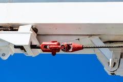 Czerwony Turnbuckle Pod Białą stalą Obraz Stock