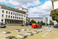 Czerwony turystyczny autobus na Battenberg kwadracie w Sofia, Bułgaria Zdjęcie Royalty Free