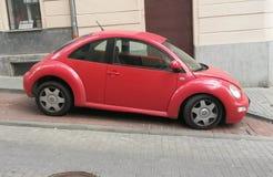 Czerwony Volkswagen New Beetle Zdjęcie Stock