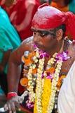 Czerwony włosiany zespołu Thaipusam pielgrzym przy Batu jamą zdjęcia stock