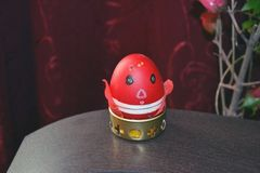 Czerwony Wielkanocny jajko malujący zdjęcie royalty free
