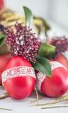 Czerwony Wielkanocnych jajek wciąż życie zdjęcia stock