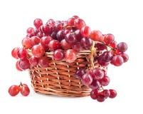 Czerwony winogrono w koszu Obrazy Royalty Free
