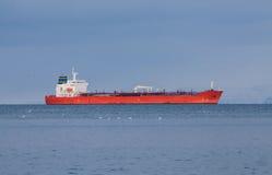 Czerwony zbiornikowiec do ropy Zdjęcie Royalty Free