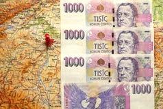 Czescy pieniędzy banknoty na mapie republika czech Obrazy Royalty Free