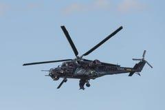 Czeski śmigłowa szturmowego Mi-24/35 latanie Obrazy Royalty Free