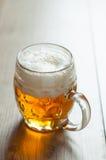 Czeski piwo w szkle na rocznika tle Zdjęcia Royalty Free