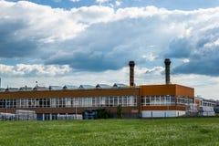 Czeski zakład produkcyjny w polu zdjęcie stock