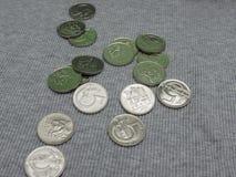 5 CZK-mynt över tygyttersida Arkivfoton