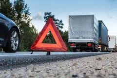 Czołowy karambol BMW DAF i ciężarówka, w Latvia na A4 drodze 2018, która zdarzał się wieczorem Sierpień 21, fotografia royalty free