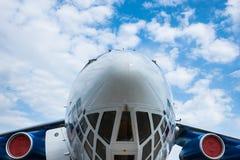 Czołowy widok nowożytny ciężki samolot zdjęcie stock