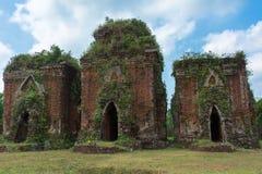 Czołowy widok na trzy Chien Grobelnym Cham góruje. Obrazy Royalty Free