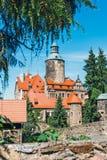 Czochakasteel op blauwe hemel, Polen Stock Afbeeldingen