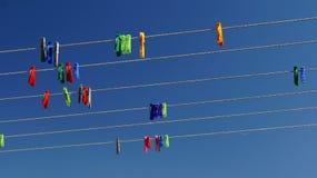 Czopy na sznurkach przeciw niebu Obrazy Stock