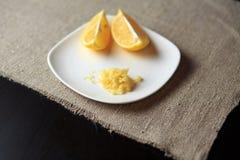 Czosnek na talerzu, warzywo, kraciasty czosnek Zdjęcie Royalty Free