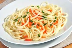 czosnek piec na grillu pokrajać spaghetti obrazy royalty free