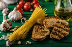 Czosnku chleb z pesto Zdjęcia Royalty Free