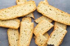 Czosnku i ziele chlebowi plasterki Eco jedzenie obrazy royalty free