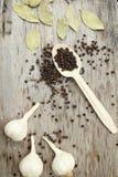Czosnku, pieprzowego i podpalanego liść, obraz stock