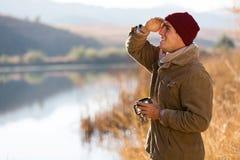 człowiek patrzy na odległość Zdjęcia Royalty Free