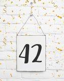 42 czterdzieści dwa lat rocznicowego przyjęcia urodzinowej gratulacje obraz royalty free