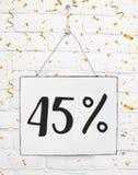Czterdzieści pięć 45% procent z czarnego Piątek sprzedaży 45% dyskontowego golde fotografia stock