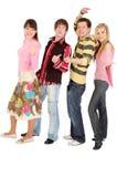 czterech przyjaciół gest autostopem show Fotografia Royalty Free