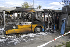 CZTERY autobusu BURNT DZISIAJ RANO Obrazy Stock