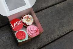 Cztery babeczki w pudełku Fotografia Royalty Free