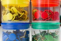 Cztery Barwiącego Thumbtack pudełka Zdjęcie Royalty Free