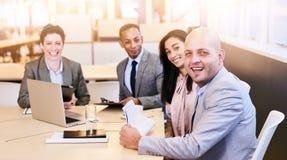 Cztery biznesowego profesjonalisty patrzeje kamerę podczas spotkania obrazy royalty free