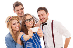 Cztery eleganckiego młodzi ludzie na białym tle fotografia royalty free