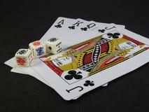 Cztery karty do gry Ace, królewiątko, królowa i Jack, kluby i trzy grzebak dices fotografia royalty free