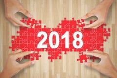 Cztery ludzie komponuje liczbę 2018 na stole zdjęcia stock