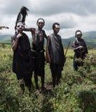 Cztery młodej Maasai chłopiec która są dorastaniem być młodzieżowymi wojownikami Obrazy Royalty Free