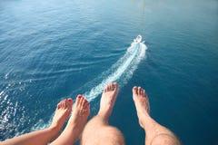 Cztery nogi przeciw morzu Zdjęcie Royalty Free