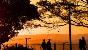 Cztery pracownika wraca do domu przy zmierzchem w Południowa Afryka Obrazy Stock