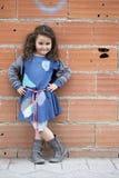 Cztery roku dziewczyny ubierającej jak bezdomny Zdjęcia Stock