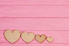 Cztery sklejkowego serca na kolorowym tle Zdjęcie Royalty Free