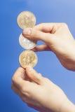 Cztery wirtualnego monety bitcoins w ręce Zdjęcia Stock